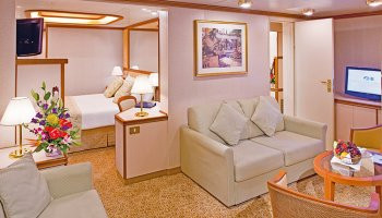 1548636986.0368_c415_Princess Cruises Ruby Princess Accommodation Family Suite with Balcony.jpg